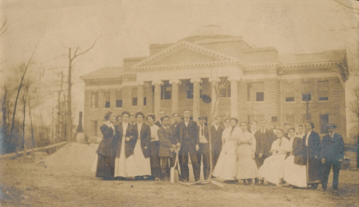 Students pose in front of new Hopwood Hall. Retrieved from Lynchburg College archives. Circa 1909.