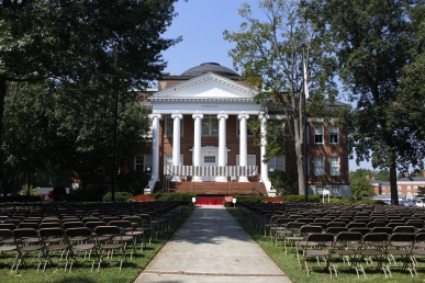 Hopwood Hall before Convocation. Photo by Savannah Martin. Aug. 19, 2017.